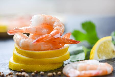 fresh shrimps on lemon served on plate  seafood boiled peeled shrimp prawns cooked with spices and vegetable , beautiful food Imagens
