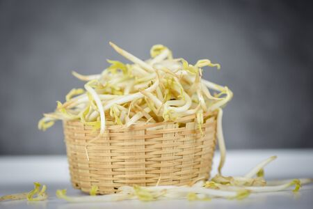 Mung bean sprout for food  bean sprouts cup on wooden Background Imagens