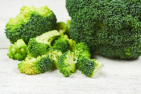 Slice Broccoli on white wooden Background / Vegetable healthy green organic raw broccoli florets ready for cooking food Banco de Imagens - 133090144