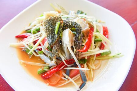 Papaya salad with blue crab  Thai food raw crab spicy salad seafood and vegetable 版權商用圖片
