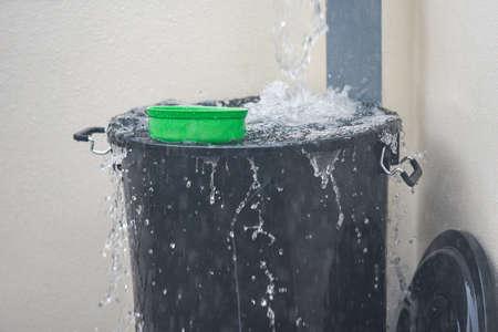 Bucket with water splashes rain water harvesting in the bucket of water after rain Zdjęcie Seryjne