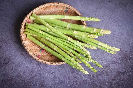 Asparagus bunch for cooked food, Bundle of fresh green asparagus on basket Imagens