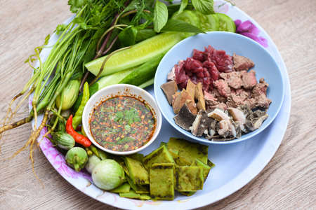 Raw meat beef slide with spicy sauce and fresh vegetable on tray Asian Thai food Zdjęcie Seryjne