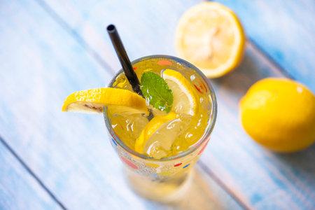 Exotic summer drinks refreshing of cold drinks glasses fresh fruit on ice homemade cocktail tea with lemon and mint leaf, Colorful summer drink juicy lemon slice Zdjęcie Seryjne