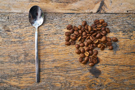 Rosted coffee beans and spoon on a table