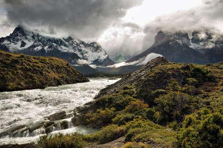 氷河のパタゴニア、南アメリカの山の全景ビュー