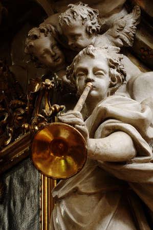 iglesia: �ngel con la trompeta Foto de archivo