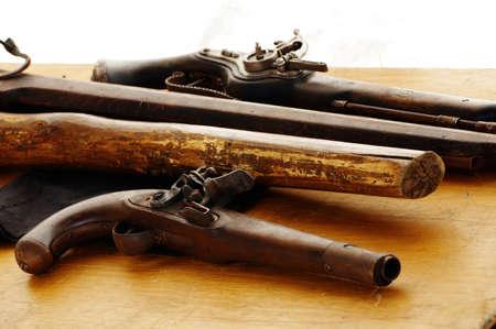 flint gun: Flintlock pistolas trabuco
