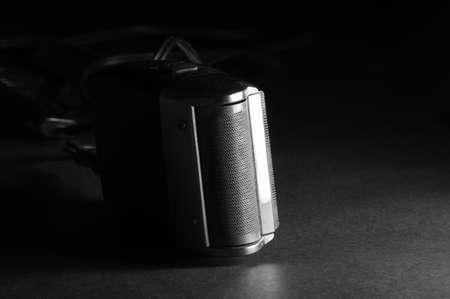 electric shaver: rasoio elettrico vintage background nero Archivio Fotografico