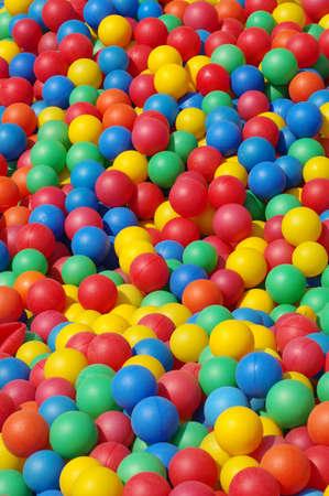 gekleurde plastic ballen achtergrond Stockfoto