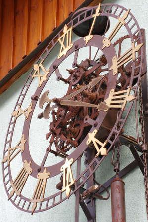 reloj de pendulo: reloj de un reloj al aire libre