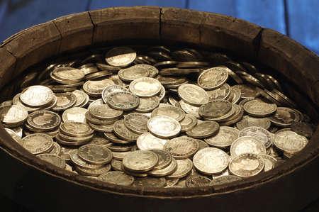 cask with money vintage Reklamní fotografie