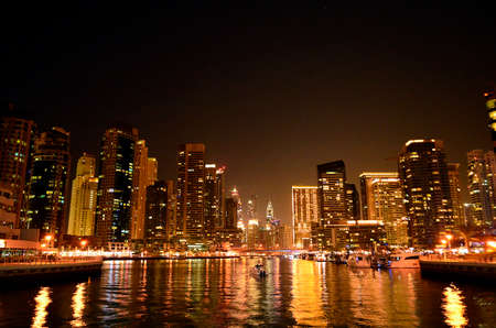 Travel to the beauties and sights of the UAE.