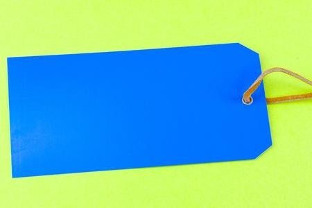 Blau-Tag auf einem grünen Hintergrund Standard-Bild - 20665519
