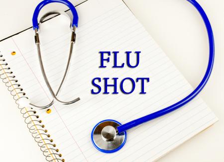 독감은 파란색 청진기에 싸서 흰색 노트북을 통해 텍스트를 쐈어.