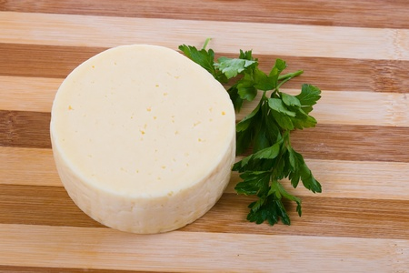 Round cheese on a wooden board Stockfoto