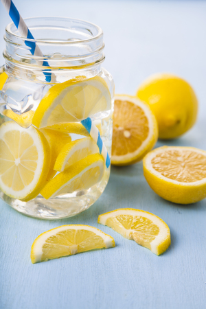 dieta de beber agua con limón