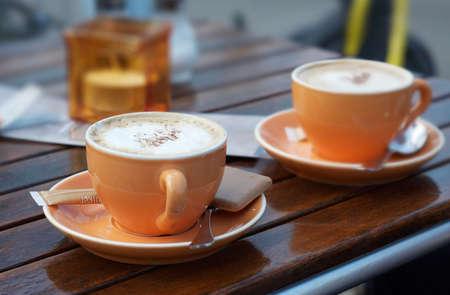 Kaffee Hintergrund mit trendigen Farben  Standard-Bild