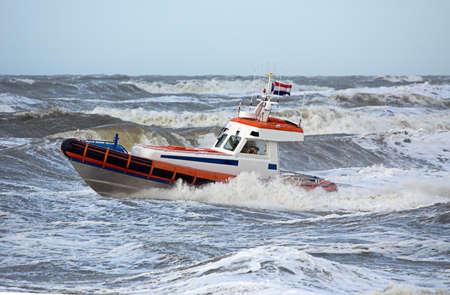 Küstenwache während Sturm im Ozean