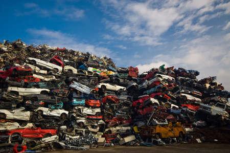 junkyard: Muchos de coches usados en el junkyard Foto de archivo