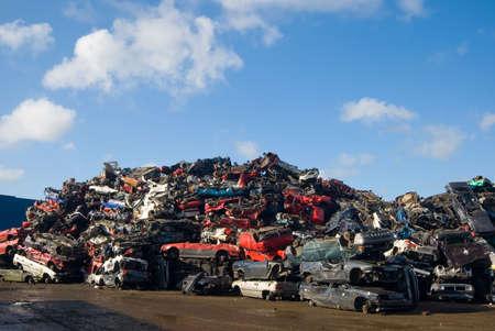 junkyard: Una gran cantidad de coches usados en el junkyard