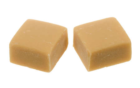 toffee: karamel toffee candy geïsoleerd op een witte achtergrond Stockfoto