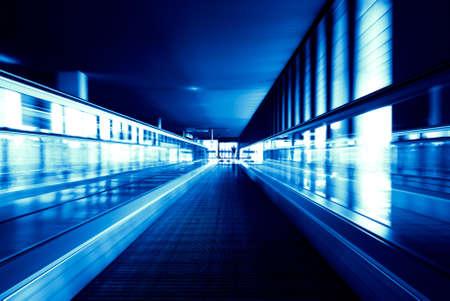 abstraktes Bild eines sich bewegenden Rolltreppe (verschwommen!)