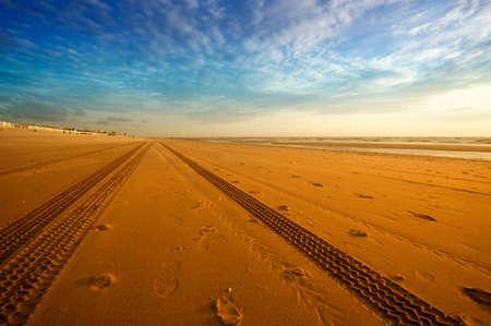Reifen Spuren am Strand