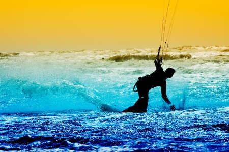kite surfing: kite enteraar in actie Stockfoto