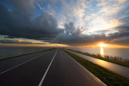 Weg in den Sonnenuntergang (Marken in den Niederlanden)