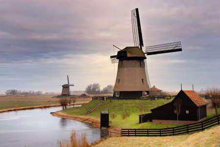 Windmühle Winter schöne Landschaft in den Niederlanden Standard-Bild - 4091485