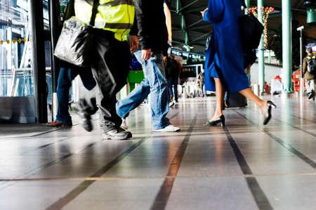 Menschen reisen, auf dem Flughafen (Motion Blur)