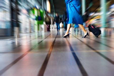 Menschen reisen, auf dem Flughafen (Motion Blur) Standard-Bild - 4152767