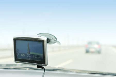 Verwendung von GPS-Navigation auf der Straße Lizenzfreie Bilder