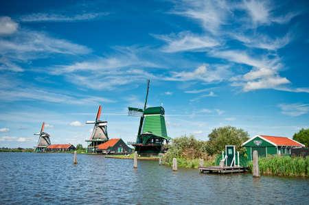 zaanse: Wind molen landschap in de Zaanse Schans, Nederland  Stockfoto