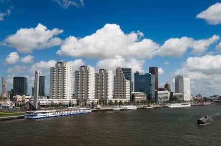 Skyline von Rotterdam und der Maas in den Niederlanden, Europa Lizenzfreie Bilder