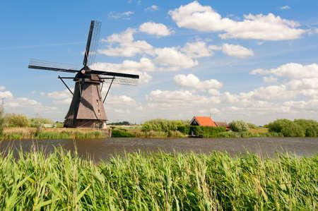 Windmühle Landschaft bei Kinderdijk in der Nähe von Rotterdam Niederlande Standard-Bild - 9751082