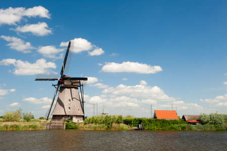 Windmühle Landschaft am Kinderdijk bei Rotterdam in den Niederlanden