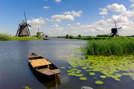 Windmühle Landschaft bei Kinderdijk in der Nähe von Rotterdam Niederlande Lizenzfreie Bilder - 9751066