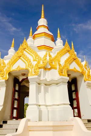 pattani thailand: Pagoda Blanca en el templo de Wat Chedi en Wat Lak Muang Tailandia Pattani