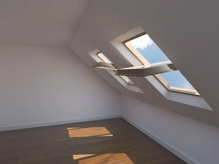 Leere neue Zimmer mit Mansarde Fenstern Standard-Bild