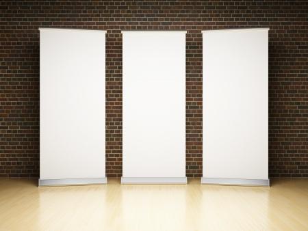 an exposition: Rotolo vuoto up banner in studio sul muro di mattoni