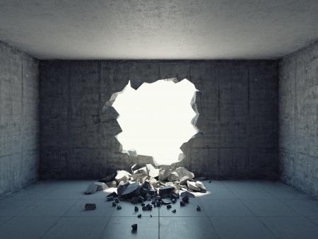 fuga: Parede destruída de estrutura de concreto. Conceito de fuga para a liberdade.