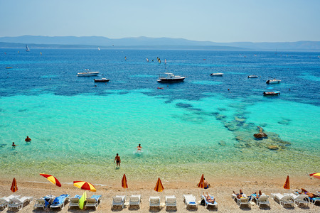 Amazing beach on the Adriatic island Brac in Croatia Standard-Bild