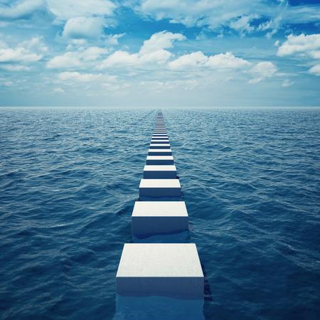 Forma abstracta en el mar retrocede en distancia más allá del horizonte Foto de archivo - 32994333