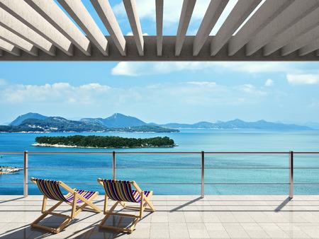 Grande terrasse avec chaises longues et belles vues sur la mer Banque d'images - 36438998