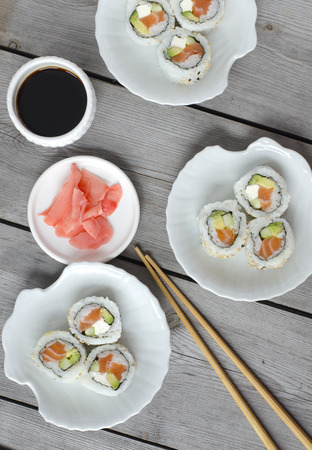 California sushi roll japanese food style on wooden background 版權商用圖片