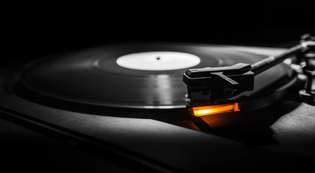 old style turntable with needle - b w and orange light Standard-Bild