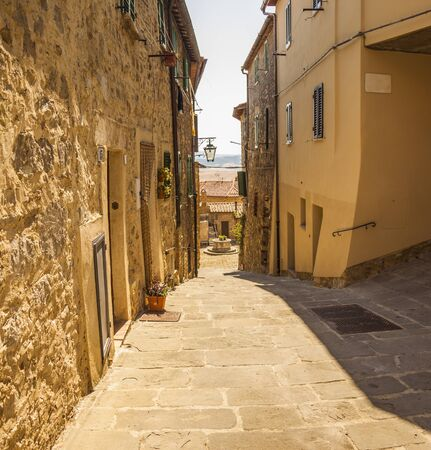 A typical small street of Castiglione d'Orcia, an ancient village in Tuscany, Italy Standard-Bild