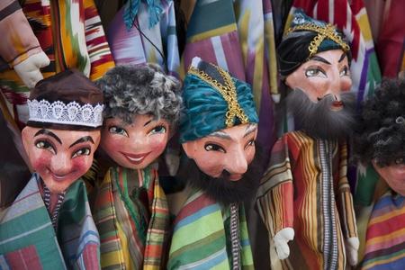 Uzbekist�n, mu�ecos con trajes Foto de archivo
